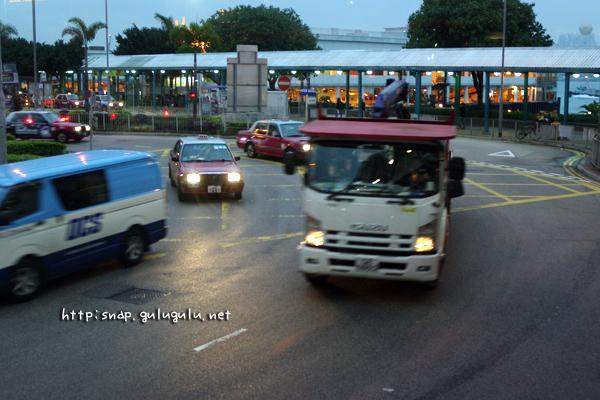 2階建てバスの車窓から